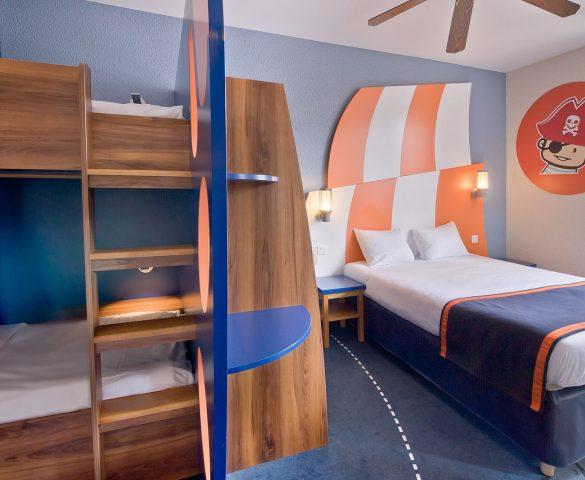 Hotel chambre famille h tel disneyland paris h tel explorers - Hotel paris chambre 4 personnes ...
