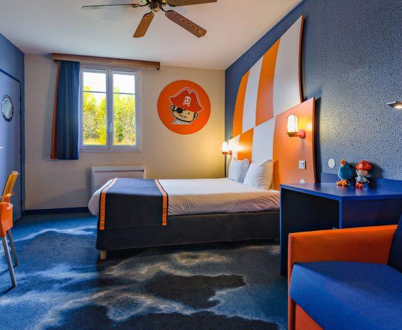 hotel chambre famille h tel disneyland paris h tel explorers. Black Bedroom Furniture Sets. Home Design Ideas