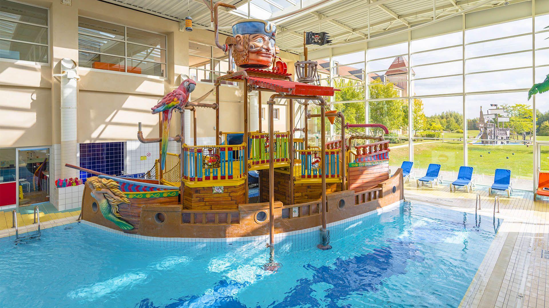 H tel avec piscine disneyland paris h tel explorers - Hotel avec piscine pres de paris ...
